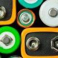 Descarte de pilhas e lâmpadas